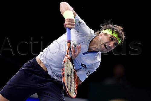 06.11.2015. Paris, France BNP Paribas Master Tennis, Bercy. Semi-finals match between Andy Murray( GBR) and david Ferrrer.  David Ferrer (Esp) serves