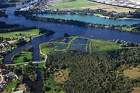 4415 / Naturschutzgebiet Reit: EUROPA, DEUTSCHLAND, HAMBURG, BERGEDORF (EUROPE, GERMANY), 09.09.2006: Die Reit ist ein Naturschutzgebiet im Hamburger Stadtteil Reitbrook in den Marschlanden, zwischen dem Zusammenfluss der Dove und Gose Elbe...Das Naturschutzgebiet im Südosten Hamburgs umfasst etwa 48 ha. In der Reit gibt es mehrere Teiche, die durch Tongewinnung für eine früher hier produzierende Ziegelei sowie durch Erdaushub für den Deichbau entstanden sind. Zusammenhängende Schilfrohrbestände nehmen rund ein Drittel der Fläche des Naturschutzgebiets ein. Den Schutzstatus erhielt Die Reit in erster Linie durch ihre Bedeutung als Brut- und Rastgebiet mitteleuropäischer Sing- und Zugvögel. Auch durch Amphibien, vielerlei Insekten und seine Flora zeichnet sich das Schutzgebiet aus...