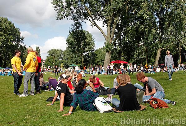 Intreeweek van Studenten in Amsterdam. Lunch in een park