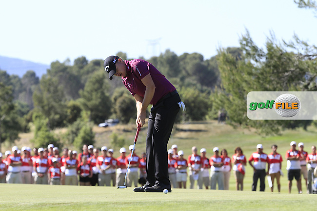 James Morrison (ENG) on the 18th puts to win the Open de Espana  in Club de Golf el Prat, Barcelona on Sunday 17th May 2015.<br /> Picture:  Thos Caffrey / www.golffile.ie
