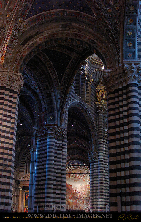 Architectural detail, Gothic Arches, Chancel, Cathedral of Siena, Santa Maria Assunta, Siena, Italy