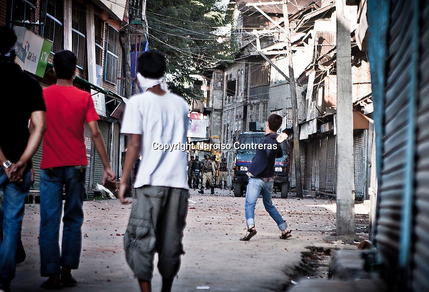 Kashmiri muslim protesters hurl stones to the paramilitary indian force in downtown of Srinagar. Outcry sparks in Nowhatta area against the detention of a kashmiri boy by police.