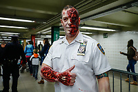 NOVA YORK, EUA, 18.10.2018 - HALLOWEEN-EUA - Festa de Halloween é organizada dentro do metro de Nova York pela NYPD (Departamento de Policia de New York) nesta quinta-feira, 18. (Foto: Vanessa Carvalho/Brazil Photo Press)