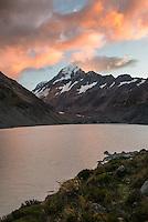Sunrise over Aoraki, Mount Cook at Hooker Lake, Aoraki, Mt. Cook National Park, Mackenzie Country, Canterbury, UNESCO World Heritage Area, New Zealand, NZ