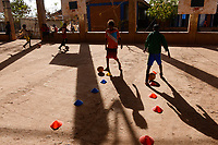 ETHIOPIA, Tigray, Shire, eritrean refugee camp May-Ayni managed by ARRA and UNHCR, football training class for children by JRS / AETHIOPIEN, Tigray, Shire, Fluechtlingslager May-Ayni fuer eritreische Fluechtlinge, Sportzentrum und trauma counselling von JRS Jesuit refugee service, Kinder beim Fussball training