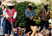 Quer&eacute;taro, Qro. 01 enero de 2014.-  Veinte a&ntilde;os despu&eacute;s dle levantamiento en armas y su primera incursi&oacute;n en San Cristobal de las Casas, Chiapas;  en Obture Press Agency, recordamos los momentos m&aacute;s importantes de la visita del EZLN (Ej&eacute;rcito nacional de Liberaci&oacute;n nacional) en la ciudad de Quer&eacute;taro. <br /> <br /> Durante el &quot;Zapatour&quot;, el infortunado accidente a la entrada de la ciudad donde perdi&oacute; la vida un motociclista de la Polic&iacute;a Federal que escoltaba la Caravana  Zapatista; el incendiario discurso del Sub Comandante Marcos donde nombr&oacute; &quot;Firulais&quot; al entonces gobernador del Estado, Ignacio Loyola, quien hab&iacute;a considerado en declaraciones a la prensa que &quot;ejercito solo hay uno, los dem&aacute;s son traidores a la patria, y para los traidores est&aacute; el cerro de las campanas&quot;. <br /> <br /> D&iacute;as despu&eacute;s se presentar&iacute;a con sus propuestas y demandas en el Congreso de la Uni&oacute;n.<br /> <br /> <br /> Foto: Demian Ch&aacute;vez / Archivo / Obture Press Agency.
