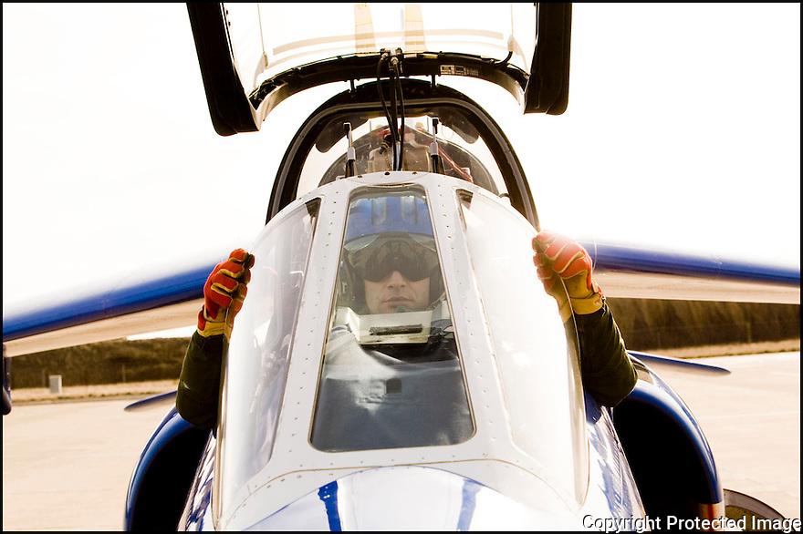 -2008-Salon de Provence- Capitaine Antoine Monhee juste avant le décollage. Patrouille de France.