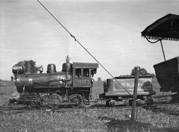 Small train at carnival grounds, Palmyra, Ohio. September 8, 1910