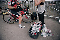 Danilo Wyss (SUI/BMC) getting supplied by a sponsor at the stage start (with an exploding goodies-bag nearby)<br /> <br /> 104th Tour de France 2017<br /> Stage 7 - Troyes &rsaquo; Nuits-Saint-Georges (214km)