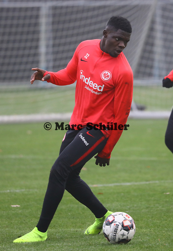 U19 Talent Umar Saho Sarho (Eintracht) - 14.11.2018: Eintracht Frankfurt Training, Commerzbank Arena, DISCLAIMER: DFL regulations prohibit any use of photographs as image sequences and/or quasi-video.