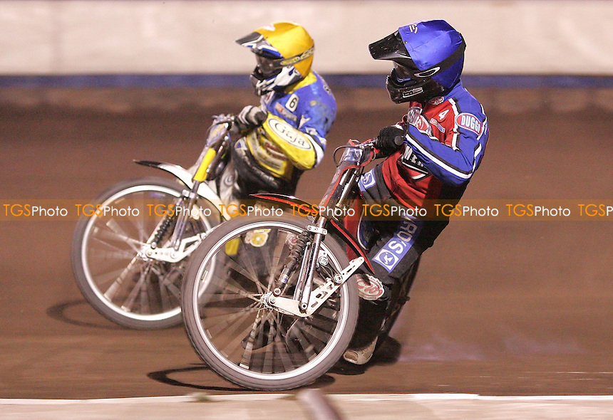 Heat 9 - Leigh Lanham (Blue) of Lakeside and Zbigniew Suchecki (Yellow) of Ipswich - Lakeside Hammers vs Ipswich Witches at The Arena Essex Raceway, Thurrock - 06/04/07 - MANDATORY CREDIT: Rob Newell/TGSPHOTO