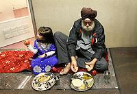 Nederland  Amsterdam 2016. Divali viering in de Shri Guru Nanak Gurdwara Sahib, een tempel van de Sikhs. Het Sikhisme is een onafhankelijk geloof dat geïnspireerd is op het hindoeïsme maar een eigen religieuze identiteit heeft. Bezoekers krijgen een maaltijd.  Foto Berlinda van Dam / Hollandse Hoogte