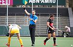 AMSTELVEEN - Hockey - Hoofdklasse competitie dames. AMSTERDAM-DEN BOSCH (3-1) scheidsrechter   Xander Damen.  rechts Julia Muller.   COPYRIGHT KOEN SUYK