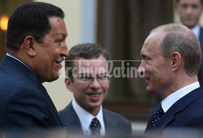 Russia's Prime Minister Vladimir Putin (L) and Venezuela's President Hugo Chavez meet at Novo Ogaryovo residence outside Moscow July 22, 2008. Chavez, a fire-brand Socialist, will sign arms and energy deals during a visit to Moscow which started on Tuesday, moves likely to further strain ties between Russia and the United States.