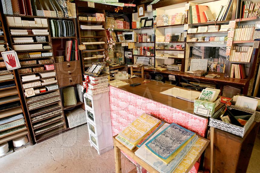 L'interno della Legatoria Piazzesi a Venezia.<br /> Interior of the Legatoria Piazzesi bindery in Venice.<br /> UPDATE IMAGES PRESS/Riccardo De Luca