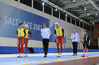 SCHAATSEN: SALT LAKE CITY: Utah Olympic Oval, 12-11-2013, Essent ISU World Cup, training, Maarten Swings (BEL), Wannes van Praet (BEL), Bart Veldkamp (trainer/coach Team Stressless), Bart Swings (BEL), Jelle Spruyt (trainer/coach Team Stressless), Ewen Fernandez (FRA), ©foto Martin de Jong