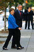 United States President George W. Bush and First Lady Laura Bush make their way to Sunday church service at St. Johns, in Washington, DC on October 8, 2006.   <br /> Credit: Kevin Dietsch - Pool via CNP