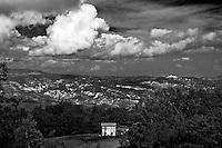 Sagittario.Basilicata 2010 - Dettaglio di una casa rurale nella zona del Sagittario, facente parte dell'antico feudo del Chiaromonte. Panorama dalla montagna.