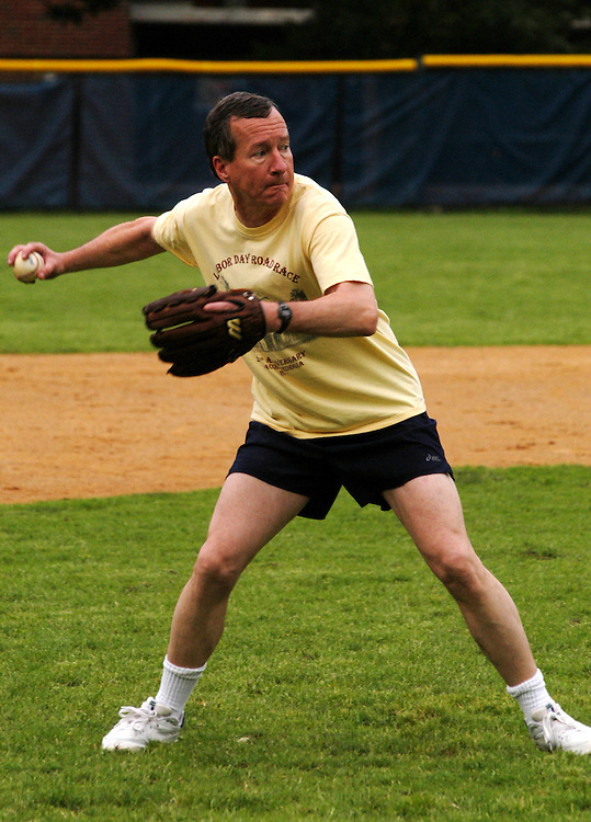 bb18/061703 - Rep. Jim Marshall, D-Ga., throws a ball at the Democrat's baseball practice.