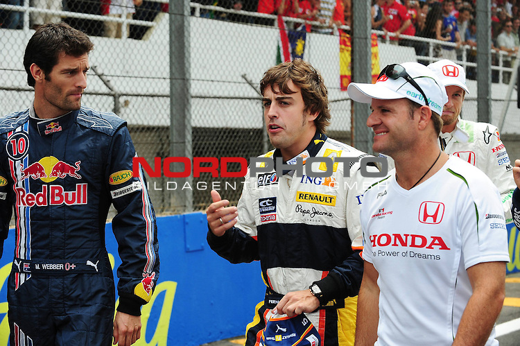 Mark Webber (AUS), Red Bull Racing - Fernando Alonso (ESP),  Renault F1 Team - Rubens Barrichello (BRA), Honda Racing F1 Team