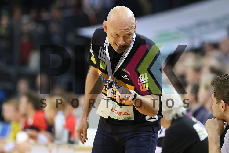 Flensburg, 25.03.15, Sport, Handball, DKB Handball Bundesliga, Saison 2014/2015, 26. Spieltag, SG Flensburg-Handewitt - Frisch Auf! G&ouml;ppingen : Magnus Andersson (Frisch Auf! G&ouml;ppingen, Trainer)<br /> <br /> Foto &copy; P-I-X.org *** Foto ist honorarpflichtig! *** Auf Anfrage in hoeherer Qualitaet/Aufloesung. Belegexemplar erbeten. Veroeffentlichung ausschliesslich fuer journalistisch-publizistische Zwecke. For editorial use only.