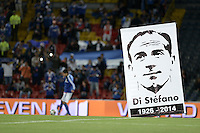 BOGOTÁ -COLOMBIA, 16-07-2014. Un cartel de Alfredo Di Estefano en el centro del campo previo al encuentro entre Millonarios (COL) y River Plate (ARG) en homenaje al fallecido futbolista en el estadio Nemesio Camacho El Campín de la ciudad de Bogotá./ A poster of Alfredo Di Estefano on the field prior the match between Millonarios (COL) and River Plate (ARG) in honor of the deceased argentinean soccer player at Nemesio Camacho El Campin stadium in Bogotá city. Photo: VizzorImage/ Gabriel Aponte / Staff