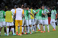 MEDELLIN- COLOMBIA - 13-02-2014: Los jugadores del Atletico Nacional de Colombia, celebran al final del partido entre Atletico Nacional y Newell´s Old Boys de la segunda fase, grupo 6, de la Copa Bridgestone Libertadores en el estadio Atanasio Girardot, de la ciudad de Medellin.   / The players of Atletico Nacional of Colombia, celebrate at the end of the match between Atletico Nacional and Newell´s Old Boys for the second phase, group 4, of the Copa Bridgestone Libertadores in the Atanasio Girardot stadium in Medellin city. Photo: VizzorImage / Luis Rios / Str.