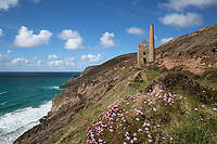 United Kingdom, England, Cornwall, St Agnes: Wheal Coates Engine House and coastline | Grossbritannien, England, Cornwall, bei St Agnes: Ruinen der Wheal Coates Zinnmine an Cornwalls Nordkueste