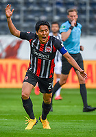 Makoto Hasebe (Eintracht Frankfurt) gibt Anweisung, gestikuliert, mit den Armen gestikulieren, gives instructions, gesticulate - 26.05.2020 Fussball 1.Bundesliga Spieltag 28, Eintracht Frankfurt  - SC Freiburg emspor, <br /> <br /> Foto: Jan Huebner/Pool/ Via Marc Schueler/Sportpics.de<br /> (DFL/DFB REGULATIONS PROHIBIT ANY USE OF PHOTOGRAPHS as IMAGE SEQUENCES and/or QUASI-VIDEO), Editorial use only. National and International News Agencies OUT