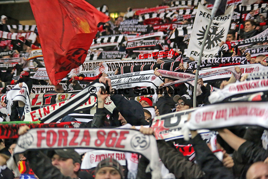 Eintracht Fans jubeln - Eintracht Frankfurt vs. APOEL Nikosia, Commerzbank Arena, Europa League Gruppenphase