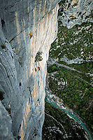 Uisdean Hawthorn and Jo Stadden on the final pitch of 'Les marches de temps' 6c/A0, Verdon Gorge (Le Demande), France