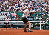Paris, France, 22 June, 2016, Tennis, Roland Garros, Andy Murray (GBR) foreground in his match against Ivo Karlovic (CRO)<br /> Photo: Henk Koster/tennisimages.com