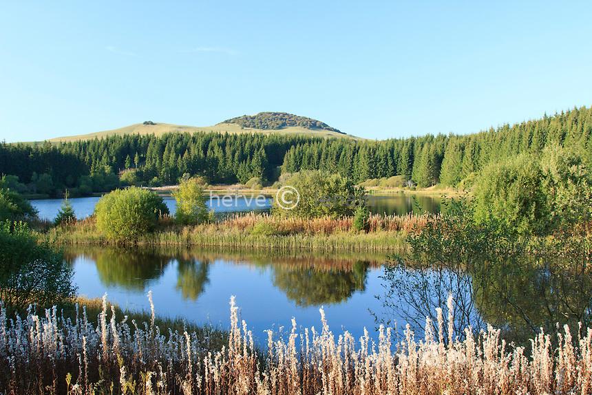 France, Puy-de-Dôme (63),plateau du Cézallier, vers le col de la Chaumoune, lac à la Veysseyre // France, Puy-de-Dôme, Cezallier plateau, near Chaumoune pass, lake
