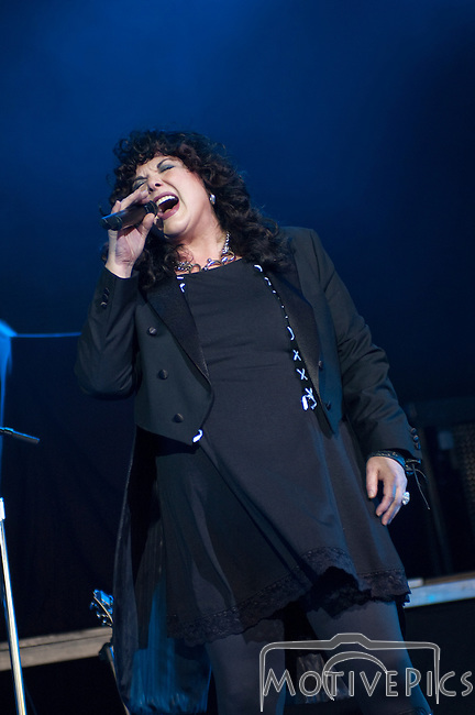 Heart opening for Def Leppard at Verizon Wireless Amphitheater on August 10th, 2011