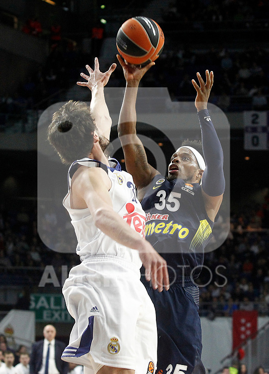 Real Madrid's Sergio Llull (l) and Fenerbahce Istambul's Bobby Dixon during Euroleague, Regular Season, Round 29 match. March 31, 2017. (ALTERPHOTOS/Acero)