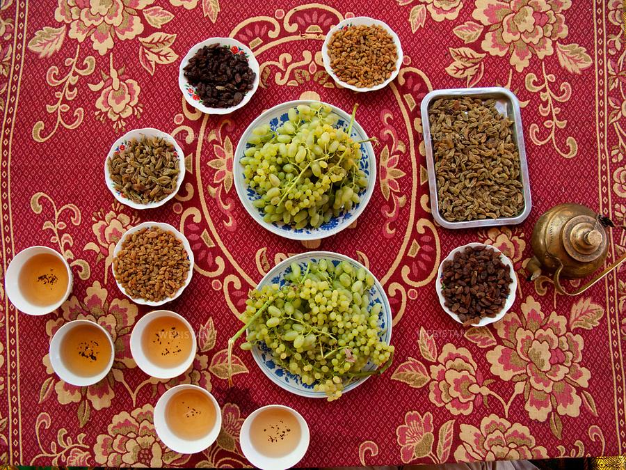 China. Eastern Turkestan. 2008.<br />Grapes, tea and dried fruit as an offering.<br /><br />Chine. Turkestan oriental. 2008. <br />Raisins, th&eacute; et fruits secs comme offrande.