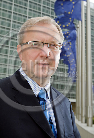 BRUSSELS - BELGIUM - 03 MARCH 2009 -- Olli REHN, Eu Commissioner for Enlargement in front Berlaymont building the headquarters of the EU Commission. -- PHOTO: Juha ROININEN / EUP-IMAGES