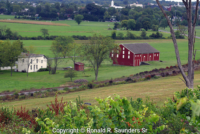 BARN AND HOUSE IN PASTURAL SCENE AT GETTYSBURG
