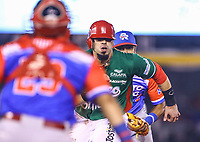 Sebastian Elizalde of the Tomateros of Culiacan de Mexico is put out on a strip and shoots by catcher Jonathan Morales of the Criollos de Caguas of Puerto Rico, during the Caribbean Series baseball game in Guadalajara, Mexico, Friday 2 Feb 2018 (AP Photo / Luis Gutierrez)