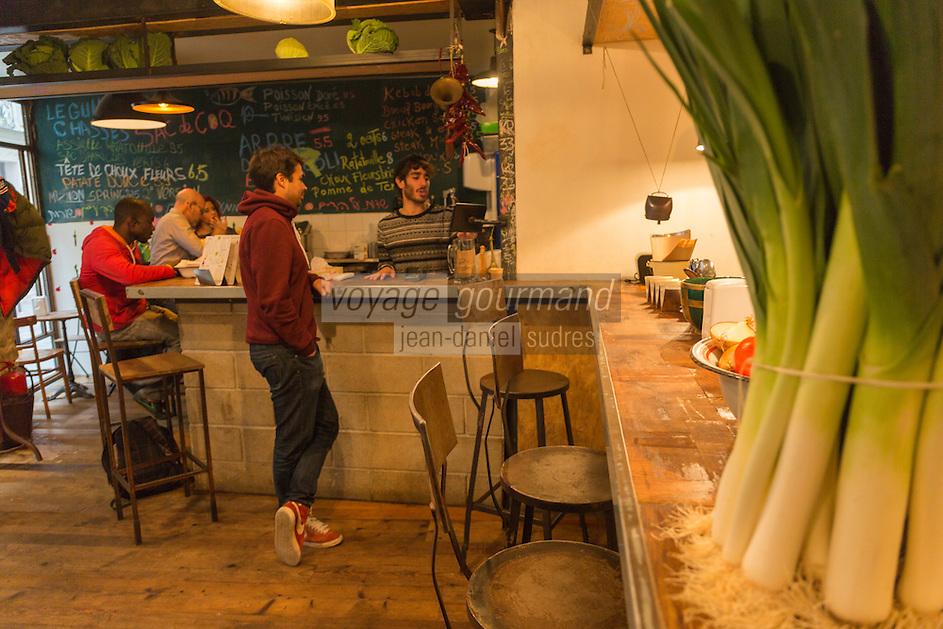 Europe,France,Ile-de-France,75004 ,Paris: Restaurant Miznon (Eyal Shani) 22, rue des Ecouffes, 75004  : pitas d'anthologie - lme bar et la salle
