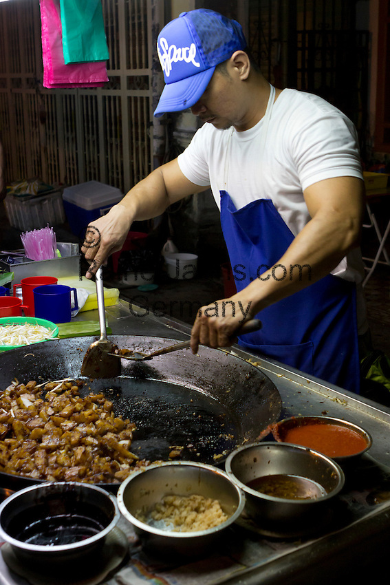 Malaysia, Pulau Penang, Georgetown: Night food stalls in Chinatown | Malaysia, Pulau Penang, Georgetown: food stall in Chinatown