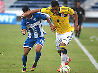 BARRANQUIILLA -COLOMBIA-22-OCTUBRE- 2014. Daniel Londono (Der)  de Colombia Sub-20 disputa el balon con Kevin Lopez de Honduras durante partido por la celebracion de los 90 años de la Liga De Futbol del Atlantico jugado en el estadio Metropolitano de Barranquilla. / Daniel Londono (R) of Colombia U20 dispute the ball with Kevin Lopez of Honduras farrowed during the celebration of the 90th anniversary of the Atlantic League Soccer played at the Metropolitano stadium in Barranquilla. Photo:VizzorImage / Alfonso Cervantes / Stringer