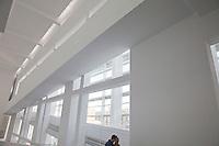 due persone al museo