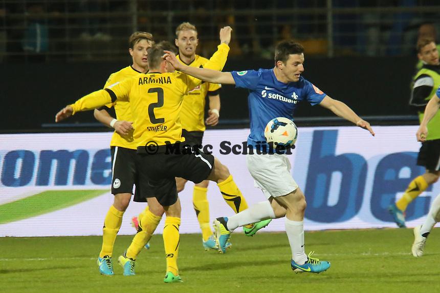 Milan Ivana (SV98) gegen Jonas Strifler (Bielefeld) - SV Darmstadt 98 vs. Armina Bielefeld, Stadion am Böllenfalltor