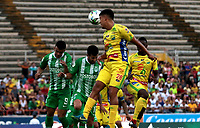 NEIVA-COLOMBIA, 10-02-2019: Diego Barreto de Atlético Huila disputa el balón con Carlos Rivas de Atlético Nacional, durante partido entre Atlético Huila y Atlético Nacional, de la fecha 4 por la Liga Aguila, I 2019 en el estadio Guillermo Plazas Alcid de Neiva. / Diego Barreto of Atletico Huila vies for the ball with Carlos Rivas of Atletico Nacional, during a match between Atletico Huila and Atletico Nacional of the 4th date for the Liga Aguila I 2019 at the Guillermo Plazas Alcid Stadium in Neiva city. Photo: VizzorImage  / Sergio Reyes / Cont.