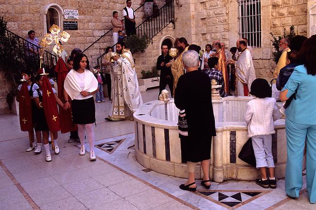 Syrie, Maaloula. Procession dans la cour du monastere Sainte-Thecle. *** Procession in the Sainte-Thecle monastery, Maaloula, Syria.