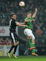 FUSSBALL   1. BUNDESLIGA   SAISON 2012/2013    22. SPIELTAG SV Werder Bremen - SC Freiburg                                16.02.2013 Julian Schuster (li, SC Freiburg) gegen Marko Arnautovic (re, SV Werder Bremen)