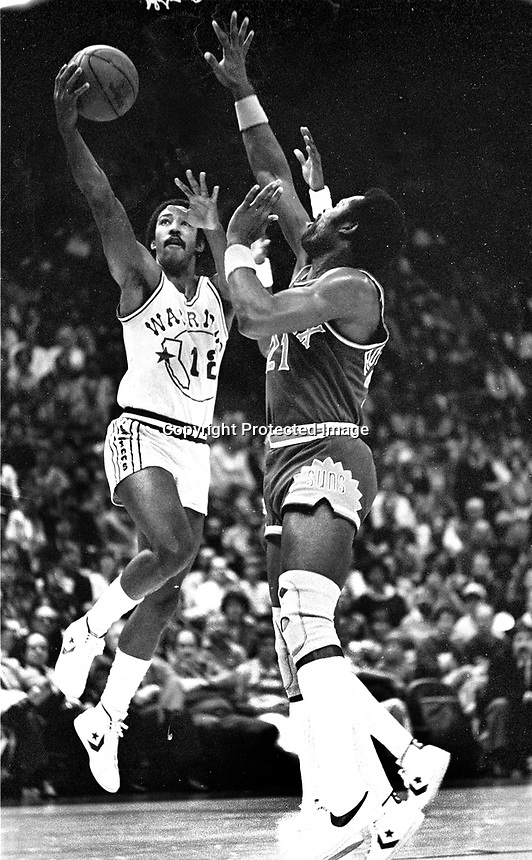 Golden State Warrior Mike Gale against the Suns<br />