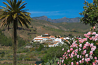 Spain, Gran Canaria, Fataga: View over village in mountains | Spanien, Gran Canaria, Fataga: Dorf im Landesinnern