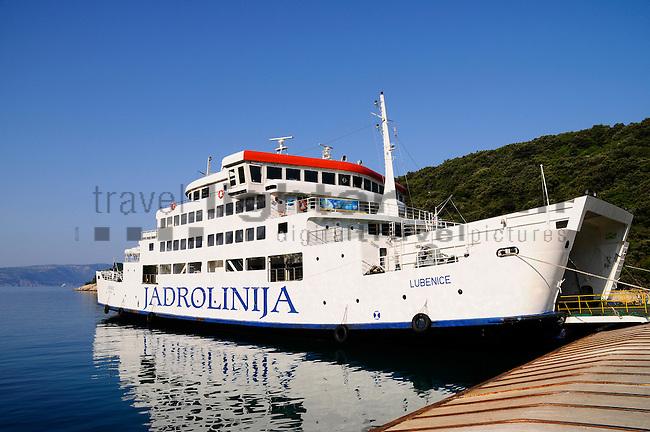 Fährhafen, Ferryport Valbiska, Krk Island, Dalmatia, Croatia. Insel Krk, Dalmatien, Kroatien. Krk is a Croatian island in the northern Adriatic Sea, located near Rijeka in the Bay of Kvarner and part of the Primorje-Gorski Kotar county. Krk ist mit 405,22 qkm nach Cres die zweitgroesste Insel in der Adria. Sie gehoert zu Kroatien und liegt in der Kvarner-Bucht suedoestlich von Rijeka.